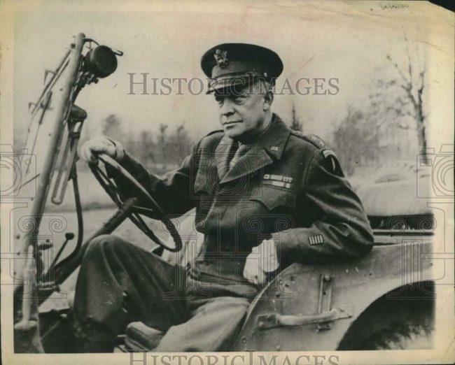 1944-12-28-eisenhower-jeep1