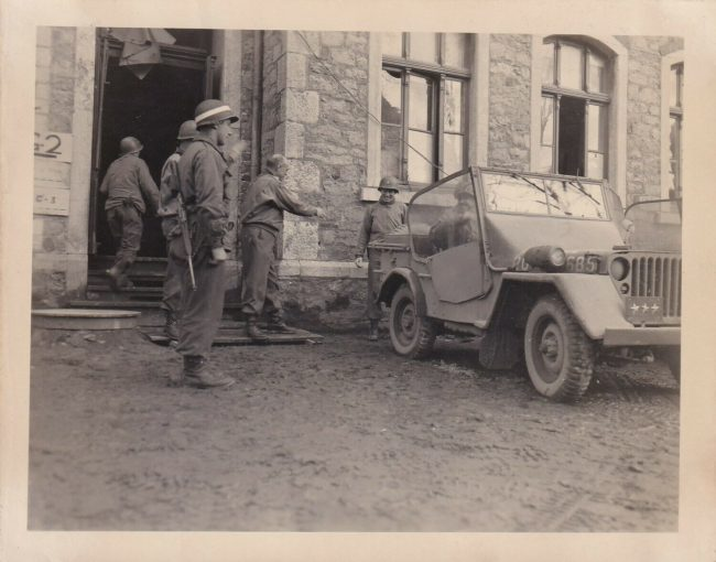 1945-jeep-hodges-bradley-eisenhower3