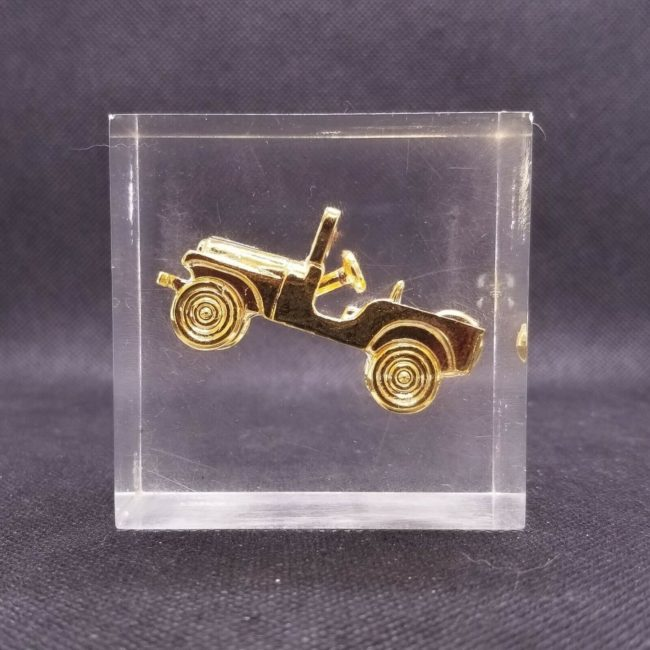 cj5-lucite-paperweight-gold4