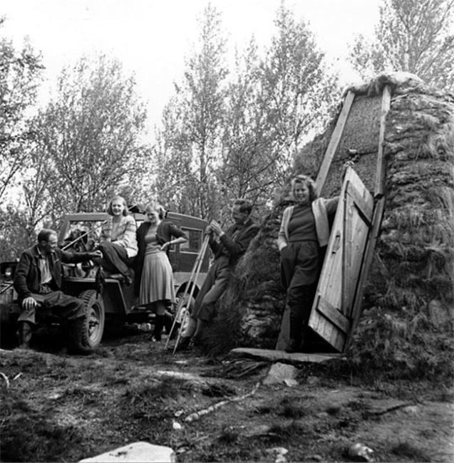 1948-swedish-photo-people-hut