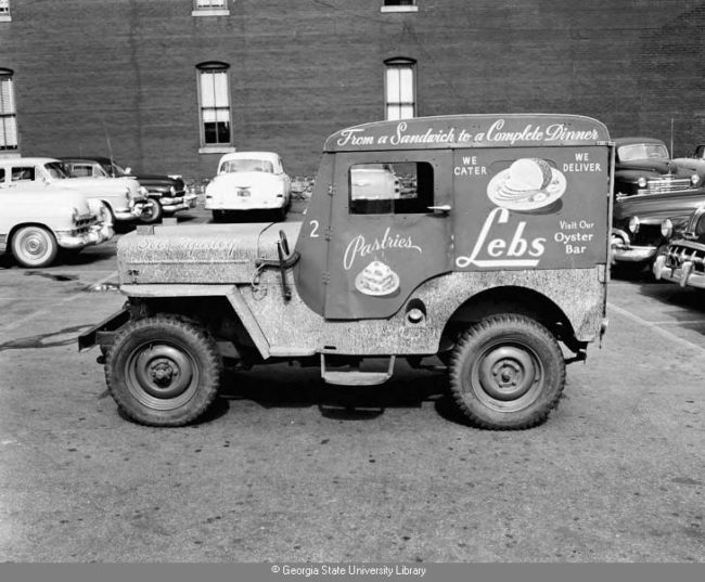 1955-05-25-cj3b-deli-worman-top
