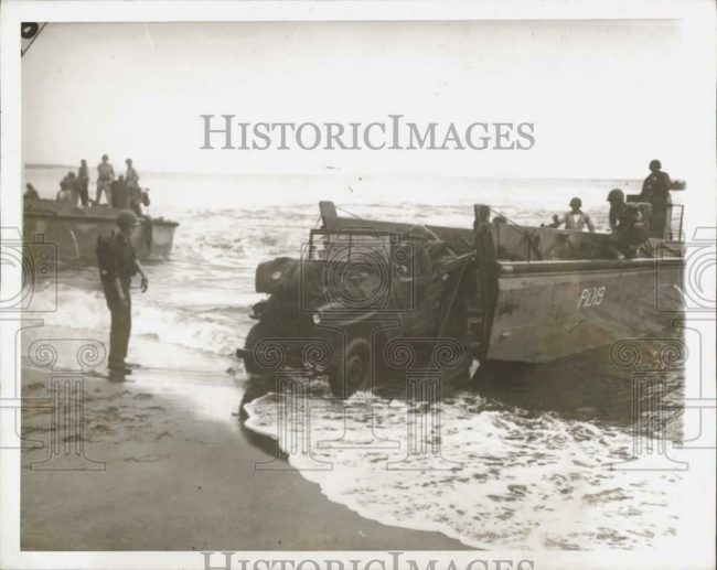 1942-08-30-guadacanal-jeep-ashore1