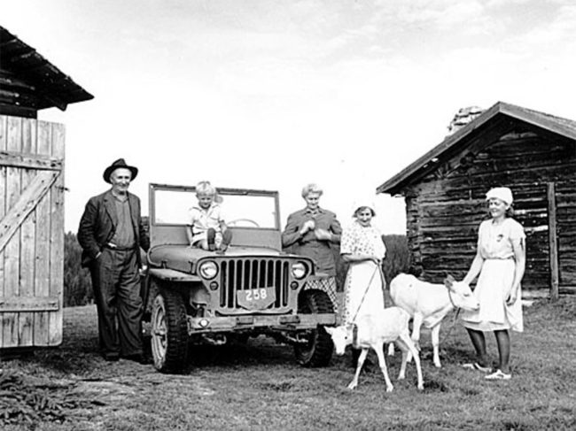 1947-swedish-family-jeep2
