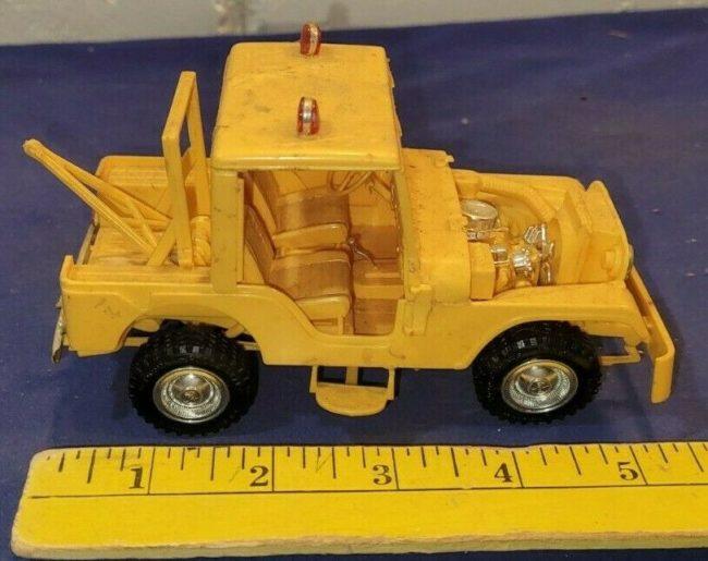 model-yellow-tow-jeep-push-bumper-cj5-0