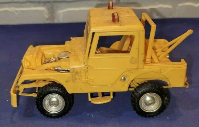 model-yellow-tow-jeep-push-bumper-cj5-1