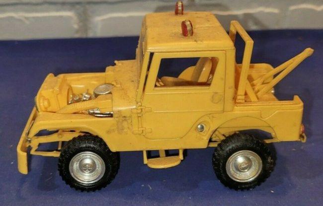 model-yellow-tow-jeep-push-bumper-cj5-1
