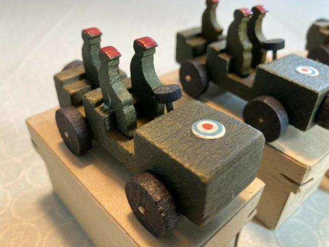 1945-danish-made-britich-paratrooper-toys52