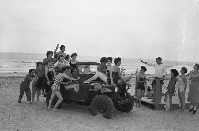 1954-07-16-women-marine-reservists-sd-ca-lores