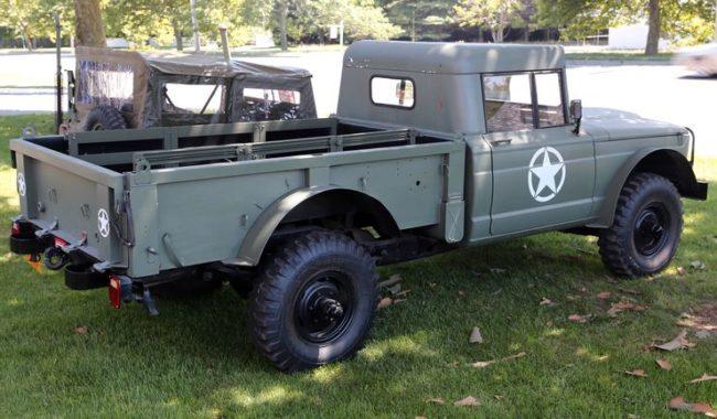Kaiser-Jeep-M715-Rear